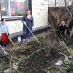 Ярковчане уже вышли на уборку территорий возле домов и организаций