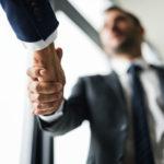 Пострадавшим предприятиям дадут зарплатный кредит за счет государства