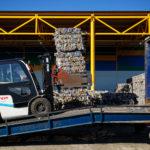 Стаканчики, жвачка и влажные салфетки: какие товары содержат скрытый пластик