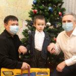 Александр Моор исполнил новогодние мечты тюменских детей на «Елке желаний»