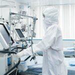 Академик РАН призвал оставаться дома при появлении признаков заболевания
