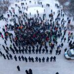 Во время несанкционированных шествий правоохранители помогали прохожим, случайно попавшим в толпу