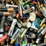 Выбор тюменцев: множество возможностей правильно выбросить батарейку против одной маленькой лени