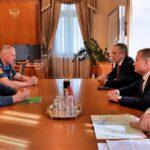 Замглавы МЧС и губернатор Тюменской области обсудили борьбу с пожарами
